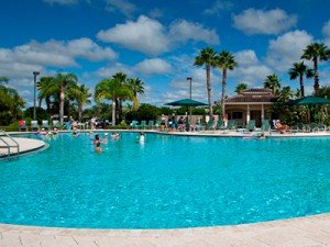Swimming pool and activities at Minto Sun City Center in Florida
