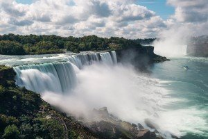 vast Niagara Falls, which straddle the Canadian border