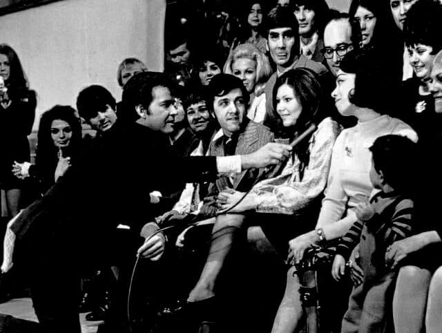 Dick_Clark_Myrna_Horowitz_American_Bandstand_17th_Anniverary_1970 (640x482)